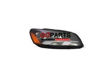 12-15 Passat Headlight Right W/Bulbs