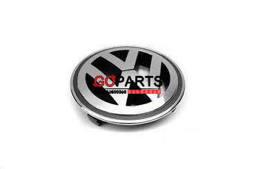 09-17 VW Emblem Front