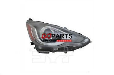 15-17 Prius C Headlight Right W/Bulbs