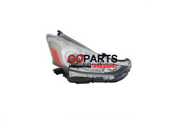 15-17 Prius V Headlight Right W/Bulbs
