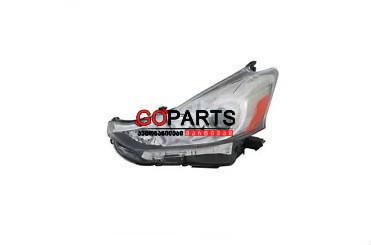 15-17 Prius V Headlight Left W/Bulbs